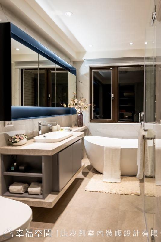 格局調整後,原先的淋浴間成為可沐浴自然光的泡澡區,同時新增了淋浴空間,完整的四件式衛浴,一圓屋主泡湯舒壓的夢想。