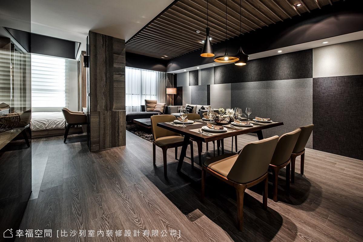 由玄關至客廳,乃至廚房、私領域動線,餐廳機能位於動線折轉的中心地帶,透過三盞吊燈的存在,創造出安定的場域存在感。