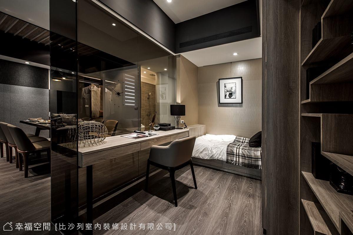 在私領域臥眠區帶入立面色彩的變化,增添溫馨暖度;在梁體修飾的處理上,比沙列室內裝修有限公司以深色創造視覺的向上延伸效果,減低壓迫感。