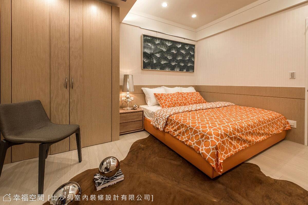 透過跳色的床組選搭,創造空間中的活潑調性。