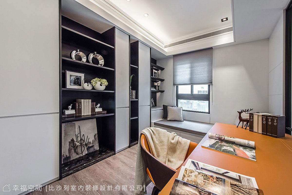 沿牆線規劃櫃體,並以開放層架與門片的形式,讓收納與展示並行,同時賦予視覺豐富層次。