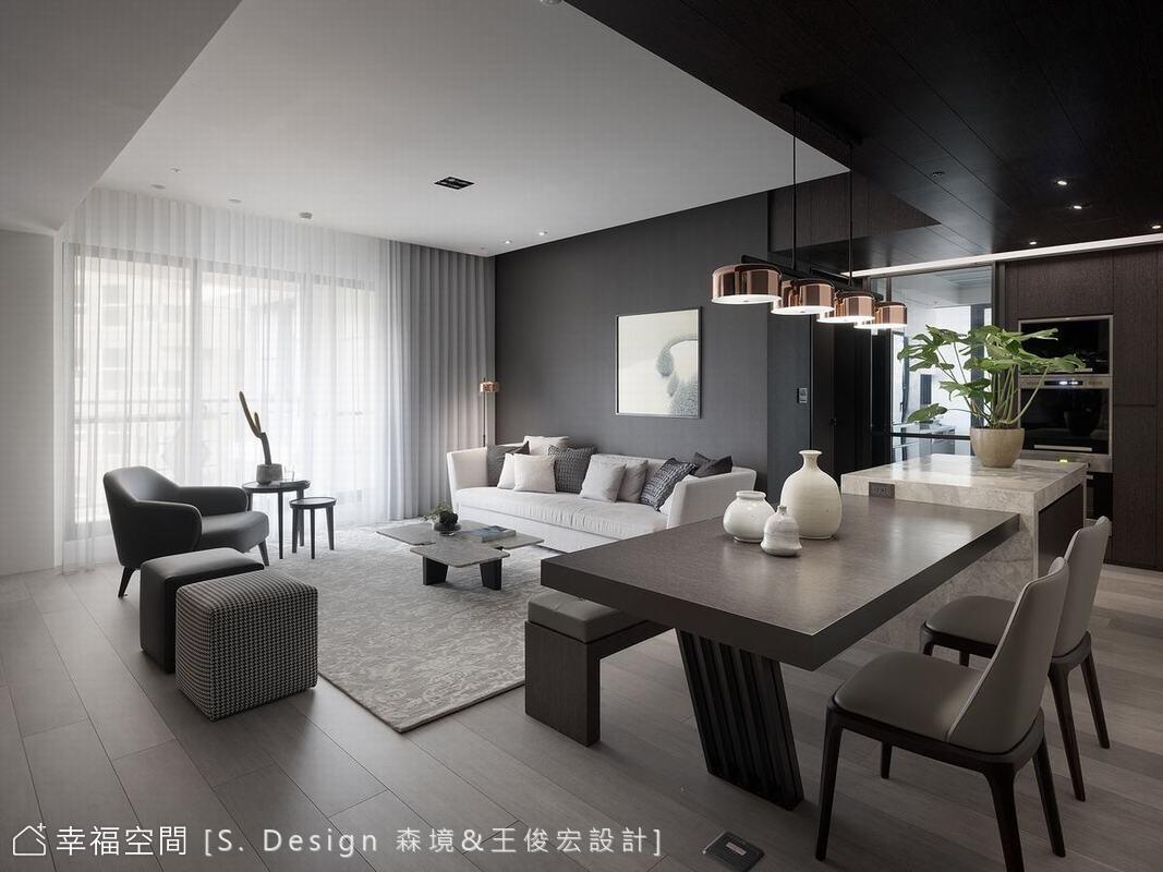 因應屋主之需,「森境&王俊宏設計」特地將原有三房之一釋出作公共空間使用,創造尺度豁達的意象。