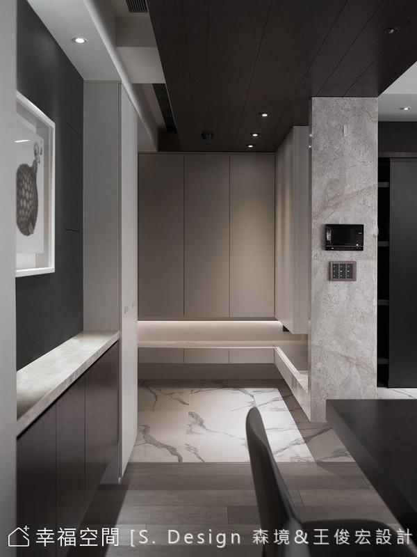 洗鍊的空間線條以垂直水平處理,再襯上室內各種黑灰白形成的結構與量體色塊,空間儼如矩形色塊相疊的抽象畫。