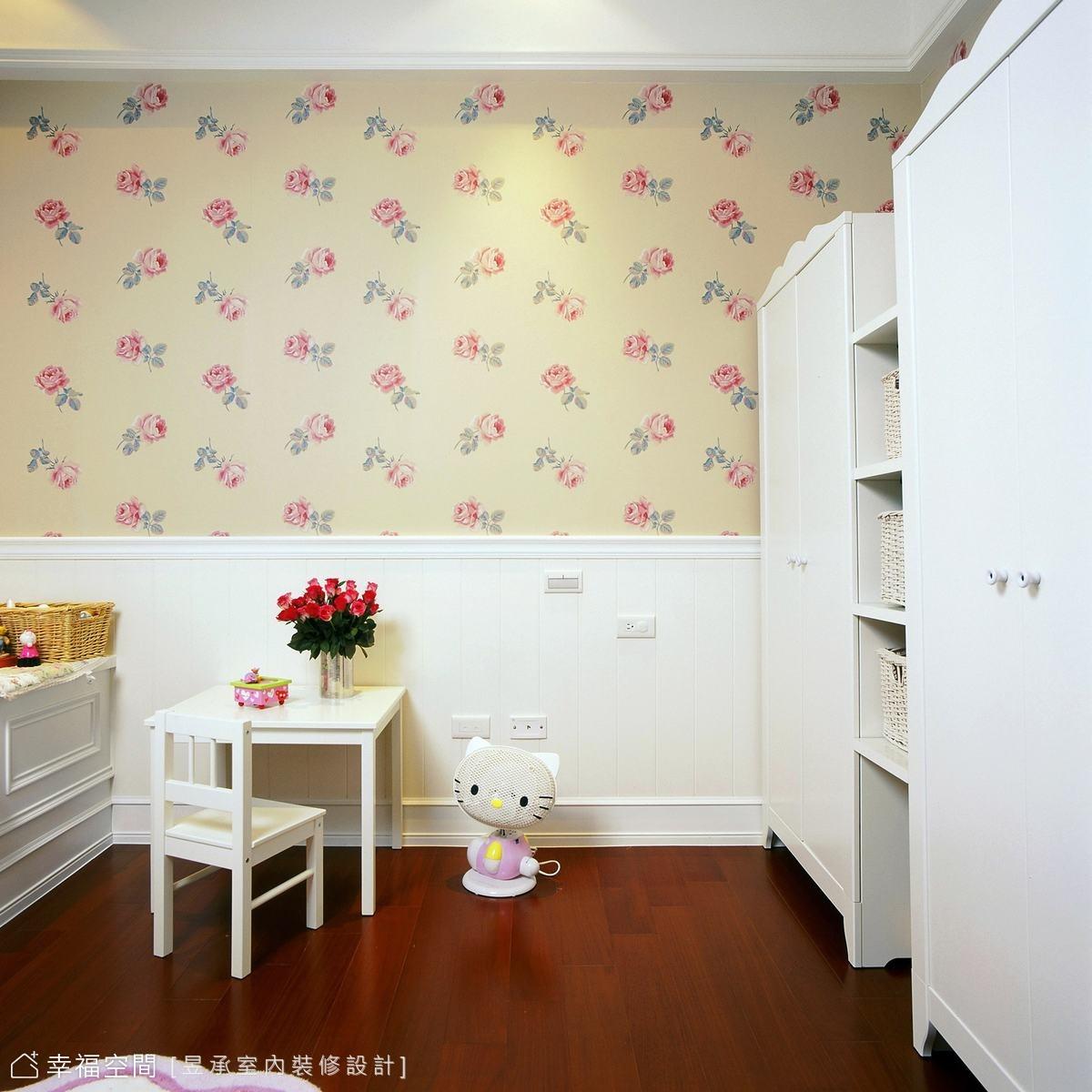 古典氛圍的表現在小孩房部份,利用木作為造型浪漫了童年綺想,讓空間充滿了氣質與生活可能