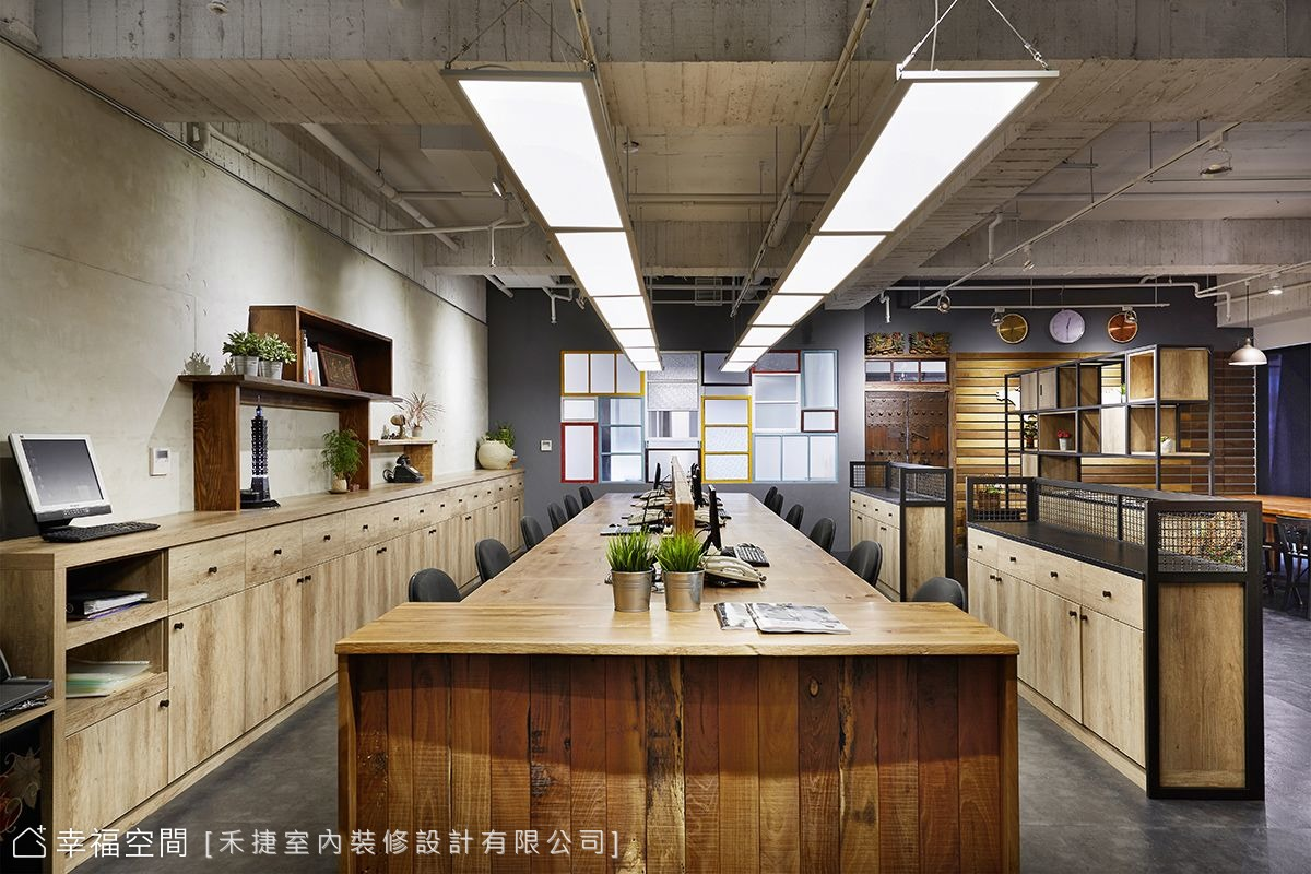 明亮溫潤 復古工業風的辦公室