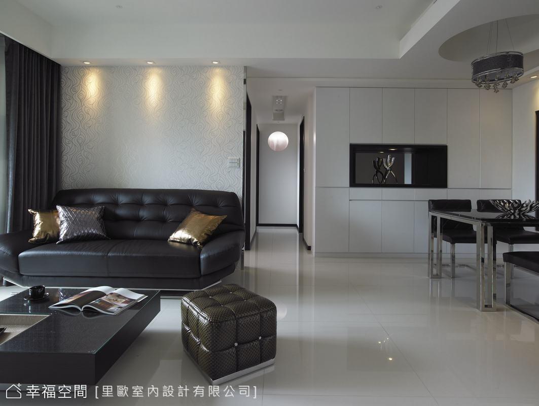 黑白+皮革總和出時尚奢華感