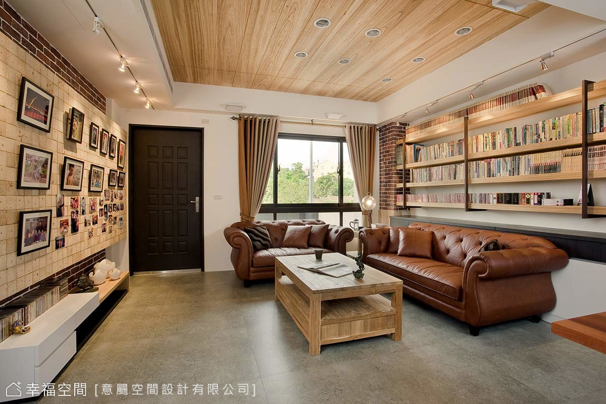 客廳大變身!沒有電視只有書牆的愜意生活