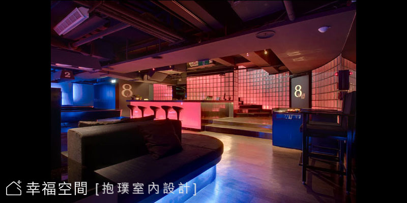 8 BALL BAR 運動酒吧