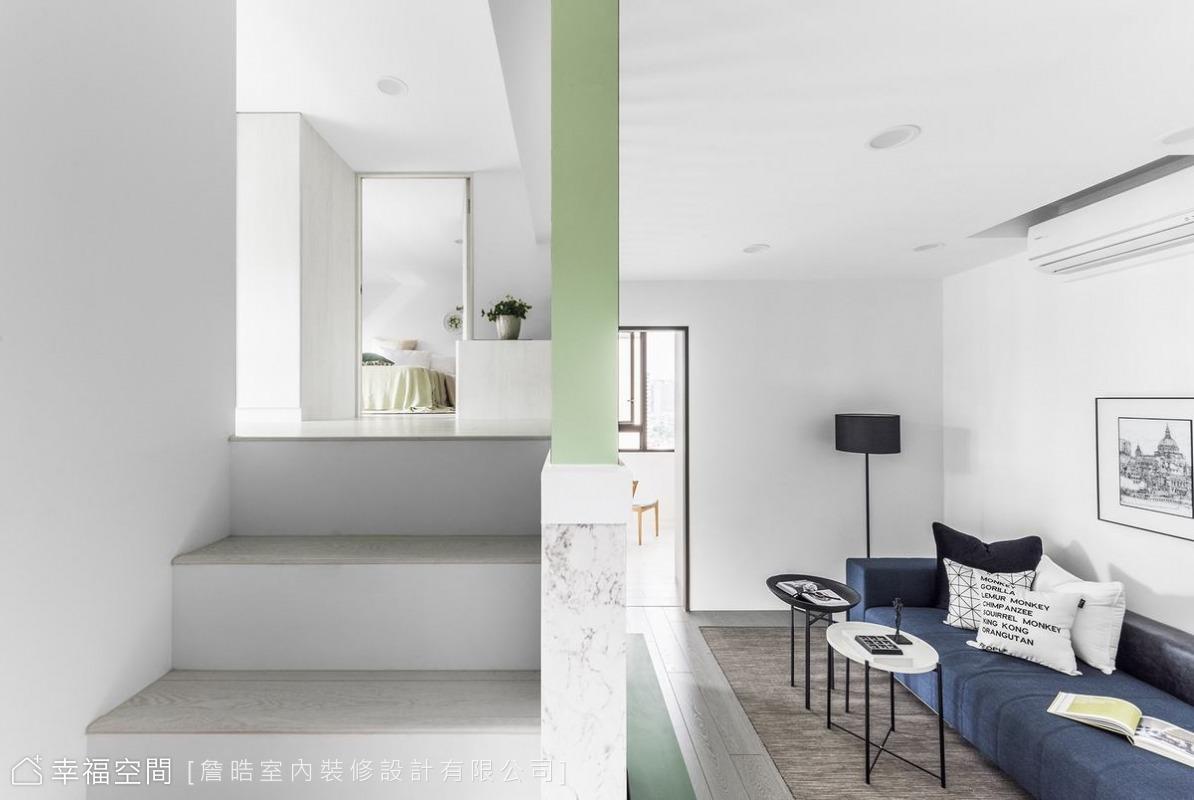 夾層的2樓位置,延續了一貫的純白優雅,透過軟件及格柵色彩,繽紛了空間語彙。