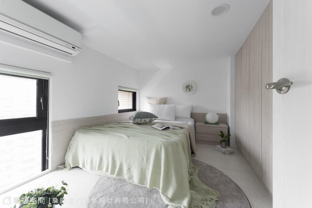 沒有過多複雜的設計,讓臥房回歸到最簡單樣貌,光線的變化成了室內最美的風景。