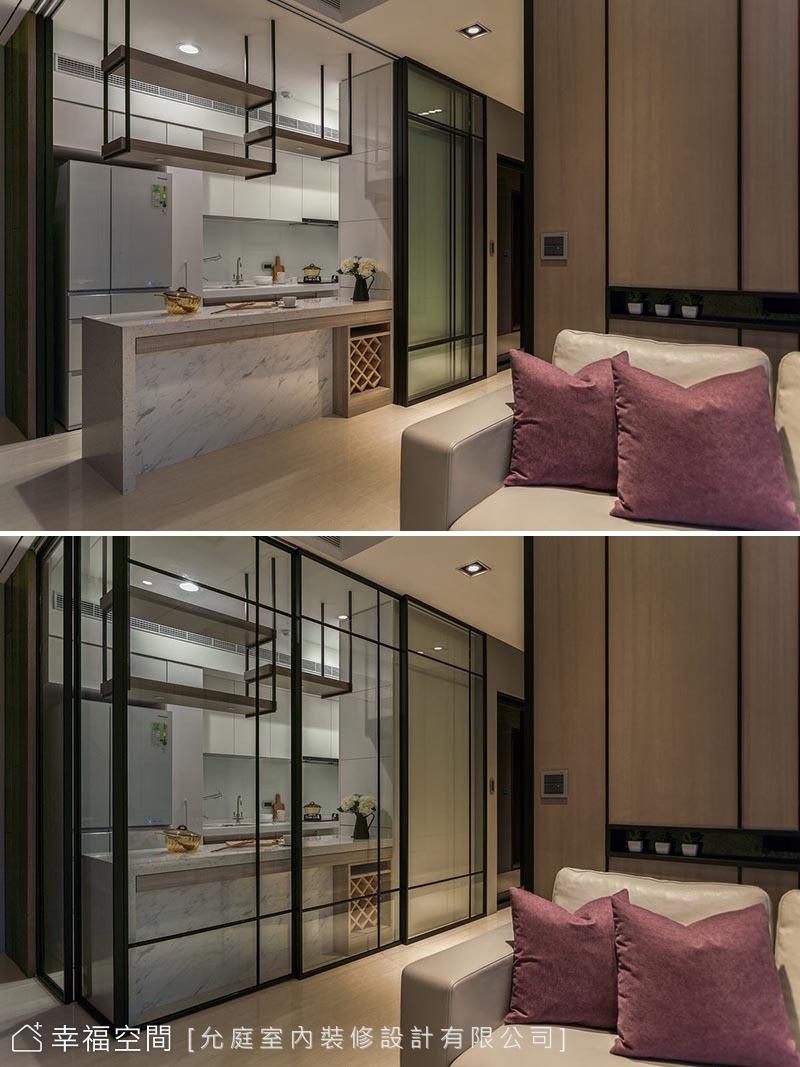 開放式的廚房,選用連動式玻璃拉門避免女屋主擔心油煙逸散問題。考量使用大面積門片,設計團隊以高質量五金與玻璃厚度增加穩定度及安全性。
