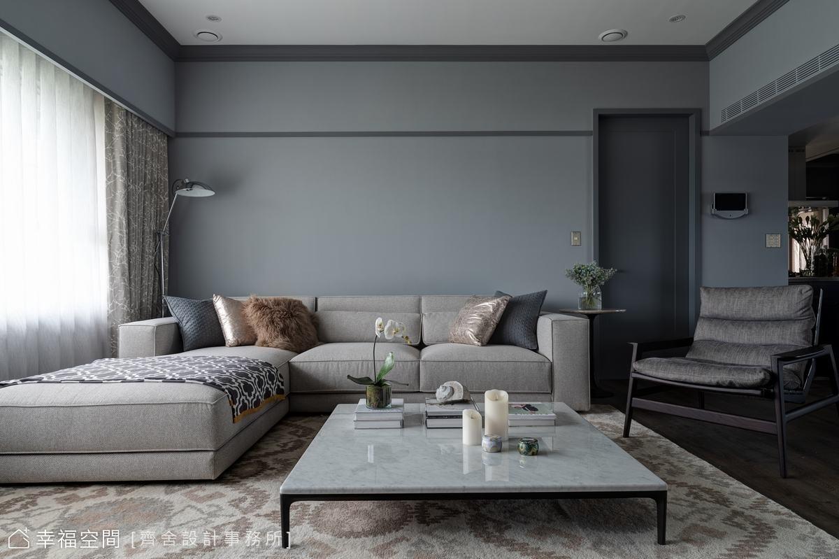 牆面的莫蘭迪灰與淺灰的沙發軟件相呼應,構築出典雅清新的氣蘊。